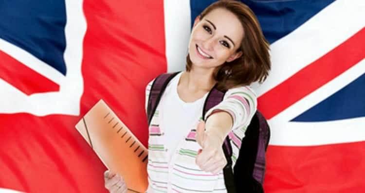 девушка рада изучать английский