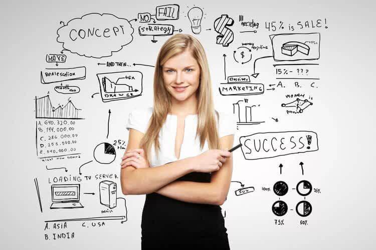 Девушка готовится стать контент-маркетологом
