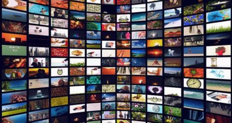 Стена из экранов с информацией